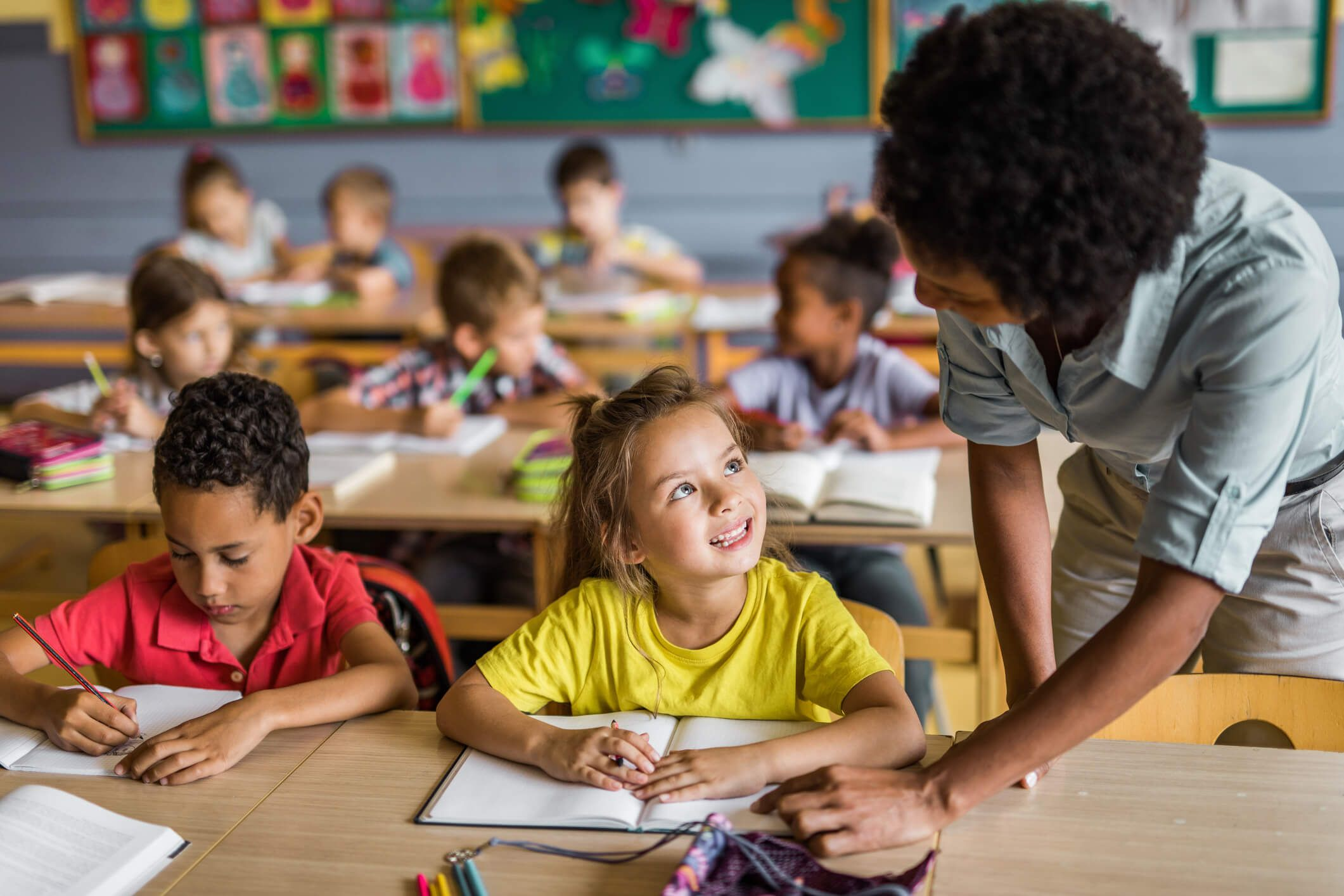Gestão Rigo Teles paga em dia 1/3 de férias os professores da rede municipal em Barra do Corda