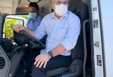 Hildo Rocha entrega caminhão pipa e mais um cheque no valor de R$ 500 mil para a saúde de Jenipapo dos Vieiras