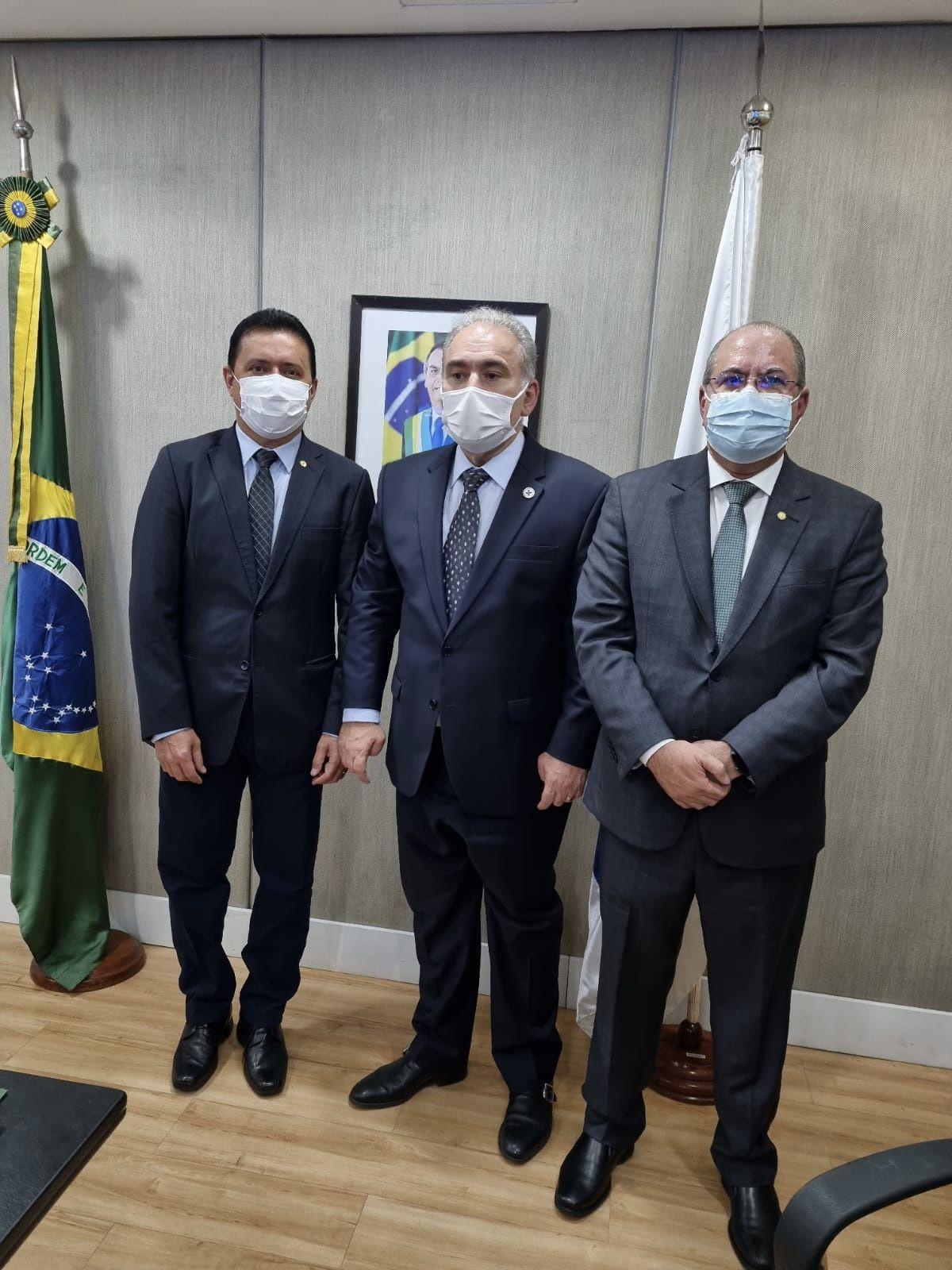 Prefeito Rigo Teles acompanhado do deputado Hildo Rocha se reúnem em Brasília com o ministro da saúde