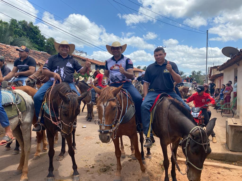 prefeito arnobio e primeira dama elane participam de grande cavalgada em jenipapo dos vieiras 1 - Prefeito Arnóbio e primeira-dama Elane participam de grande cavalgada em Jenipapo dos Vieiras