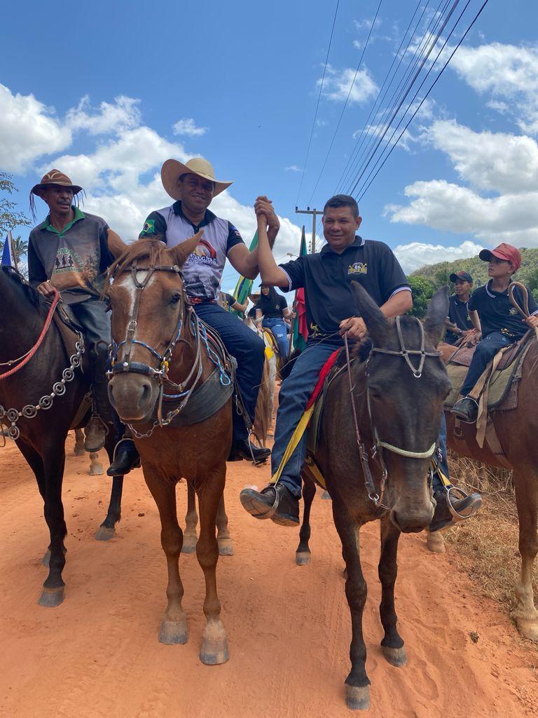 prefeito arnobio e primeira dama elane participam de grande cavalgada em jenipapo dos vieiras 5 - Prefeito Arnóbio e primeira-dama Elane participam de grande cavalgada em Jenipapo dos Vieiras
