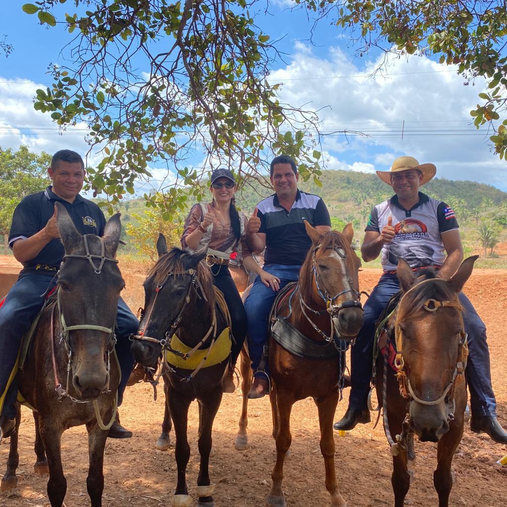 prefeito arnobio e primeira dama elane participam de grande cavalgada em jenipapo dos vieiras 7 - Prefeito Arnóbio e primeira-dama Elane participam de grande cavalgada em Jenipapo dos Vieiras