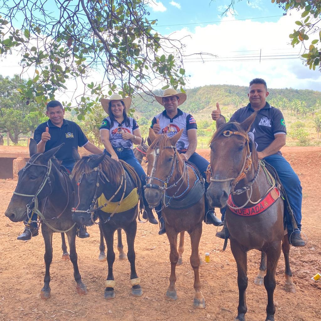 prefeito arnobio e primeira dama elane participam de grande cavalgada em jenipapo dos vieiras 9 - Prefeito Arnóbio e primeira-dama Elane participam de grande cavalgada em Jenipapo dos Vieiras
