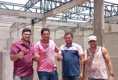 Prefeito Arnóbio vistoria obra de construção do novo mercado e reforma do hospital municipal de Jenipapo dos Vieiras