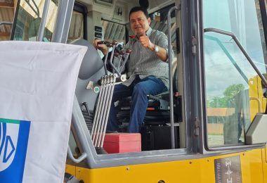 Prefeito Rigo Teles recebe motoniveladora(patrol) doada pelo senador Roberto Rocha ao Município de Barra do Corda