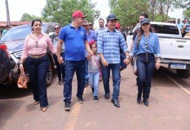 Abigail Cunha e seu esposo Rigo Teles são recebidos com festa durante cavalgada em Mirador-MA