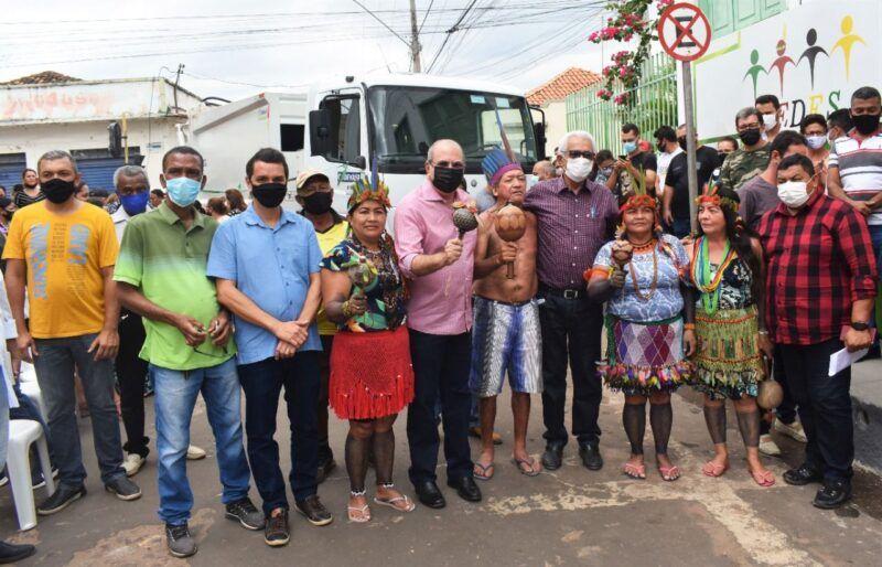Hildo Rocha entrega caminhão compactador de lixo para prefeitura de Grajaú