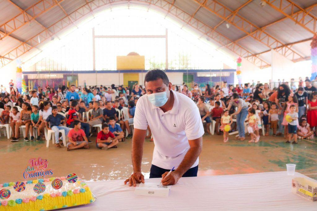 prefeito arnobio promove mega festa em comemoracao ao dia das criancas em jenipapo dos vieiras 3 1024x682 - Prefeito Arnóbio promove mega festa em comemoração ao dia das crianças em Jenipapo dos Vieiras