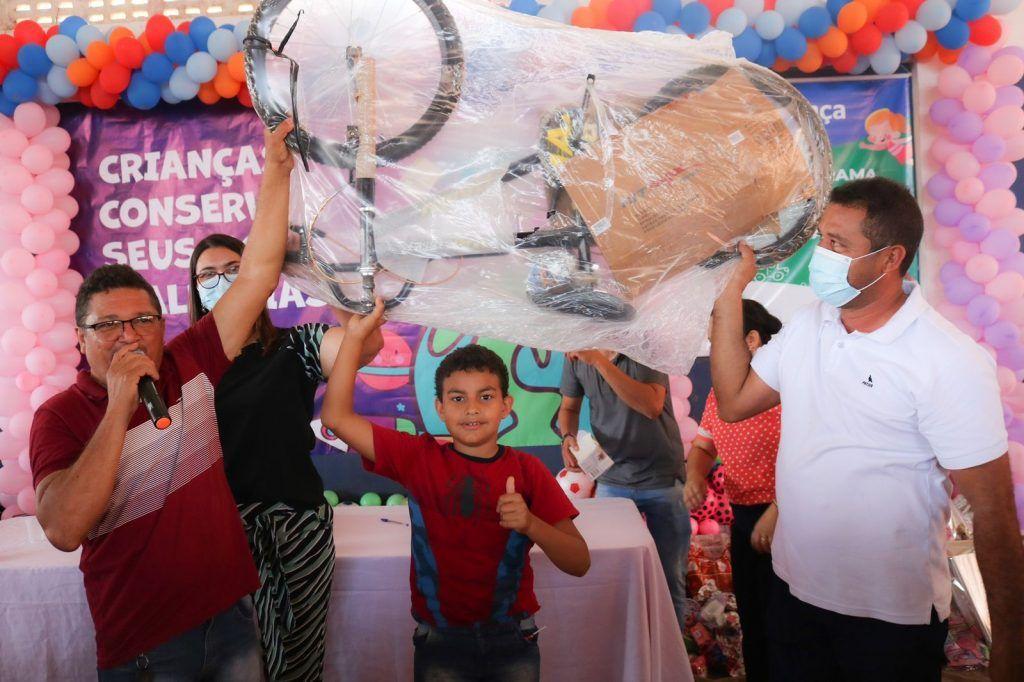 prefeito arnobio promove mega festa em comemoracao ao dia das criancas em jenipapo dos vieiras 4 1024x682 - Prefeito Arnóbio promove mega festa em comemoração ao dia das crianças em Jenipapo dos Vieiras