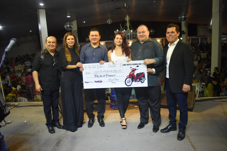 Prefeito Rigo Teles e primeira-dama Abigail Cunha promovem a maior festa para professores na história de Barra do Corda